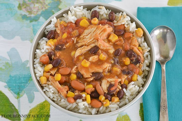 Tex-Mext Chicken Chili recipe for the slow cooker is packed full of beans, corn, chicken and chili flavor via flouronmyface.com