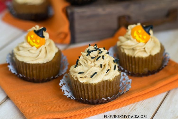 Pumpkin Cupcake Recipes pumpkin cupcakes #sundaysupper - flour on my face