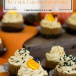 Pumpkin Cupcakes with Pumpkin Spice Butter Cream Frosting recipe via flouronmyface.com #ad #SundaySupper