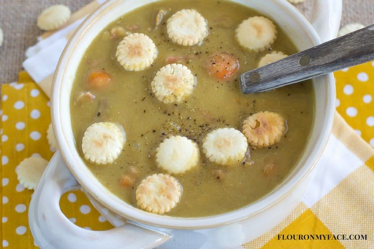 Crock Pot Split Pea and Ham Soup recipe with oyster crackers via flouronmyface.com