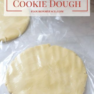 How to freeze cookie dough so you can get a jump start on your Christmas sugar cookie baking this holiday baking season via flouronmyface.com