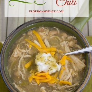 Crock Pot Slow Cooker White Chicken Chili Recipe via flouronmyface.com