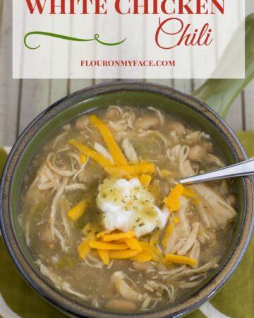 Crock Pot Slow Cooker White Chicken Chili Recipe via flouronmyface.com