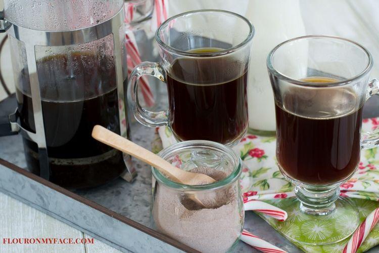 New England Coffee holiday blend recipe Mocha MInt Latte via flouronmyface.com #ad #YouAreExtraordinary #NewEnglandCoffee