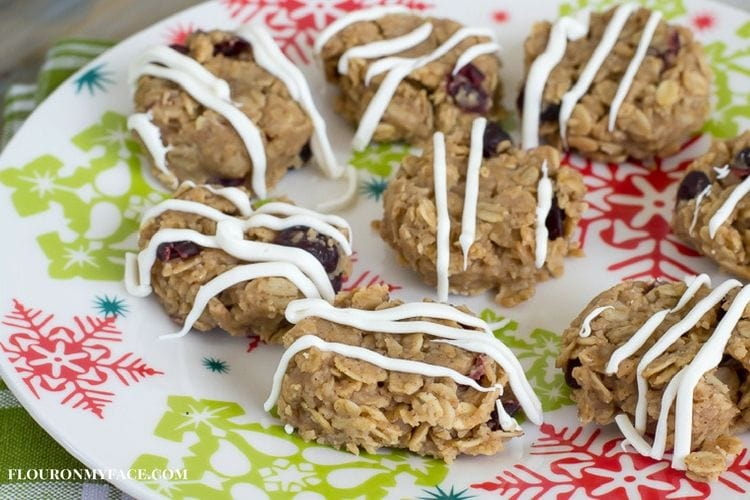 No Bake Christmas Cookie recipe made with oats, peanut butter, cinnamon and dried cranberries via flouronmyface.com