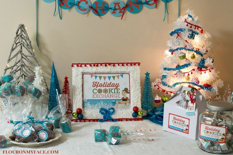 Christmas Cookie Exchange Tablescape using the FREE Christmas Cookie Exchange Printables Pack via flouronmyface.com