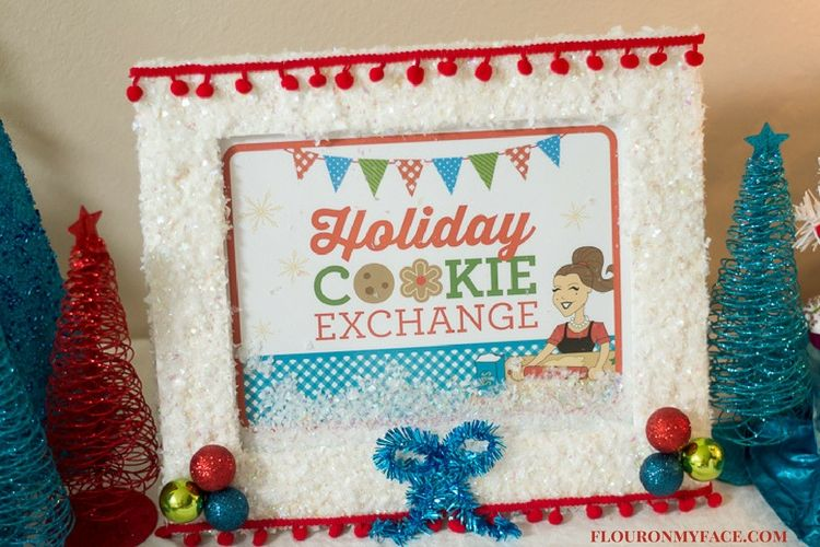 DIY Cookie Exchange Sign with a FREE printable via flouronmyface.com