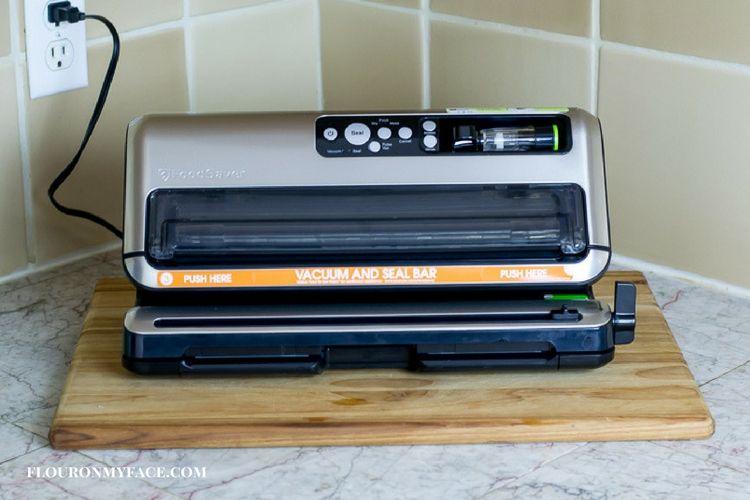 FoodSaver Vacuum Sealer review via flouronmyface.com