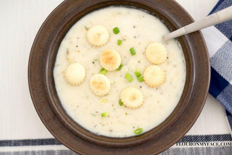 Bowl of Idahoan Steakhouse Creamy Potato Soup via flouronmyface.com #ad