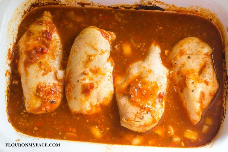 Chicken with spaghetti sauce and mozzarella cheese made in a slow cooker via flouronmyface