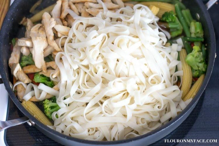 easy chicken lo mein recipe at home