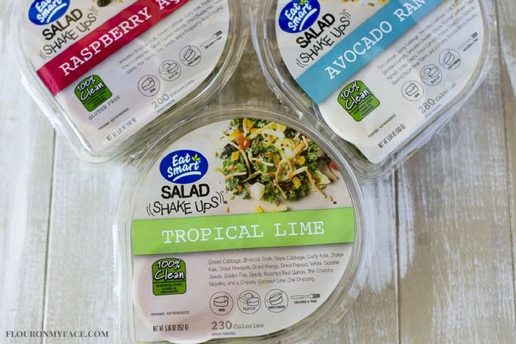 Eat Smart Salad Shake Ups are a perfect way to take a healthy and clean salad with you when you need to pack your lunch or dinner. #ad