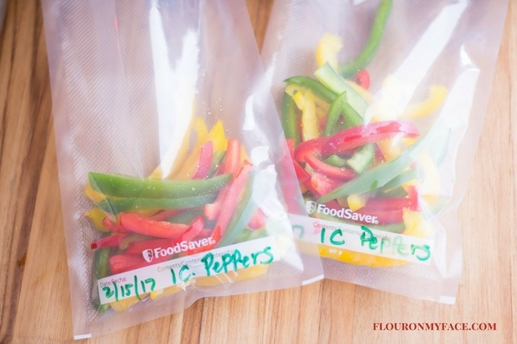 Freezer Meals and Food Prep Sweet Bell Pepper Strips frozen in recipe portion size via flouronmyface.com