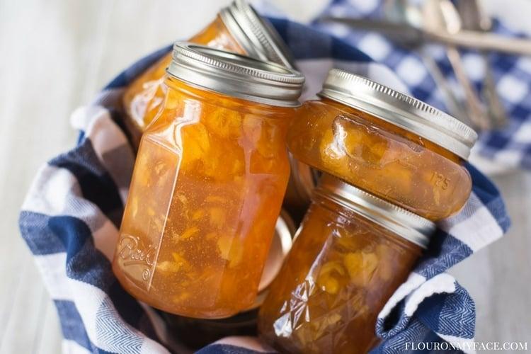 Homemade Peach Preserves recipe via flouronmyface.com