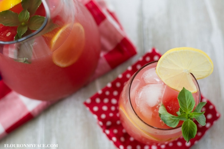 Watermelon Lemonade via flouronmyface.com #ad #SplendaSweeties