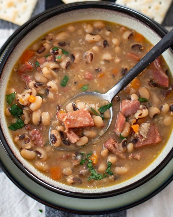 Pressure cooked black eyed peas in a bowl.